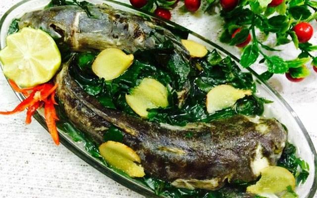Cách làm canh cá bớp nấu lá lốt
