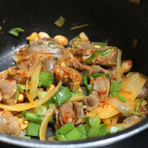 Mề gà xào đậu phộng
