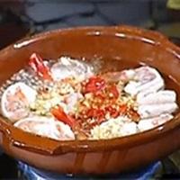 Tôm nấu tỏi theo kiểu Tây Ban Nha