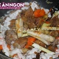 Ngày mưa, ăn cơm với cà ri vịt thật ngon