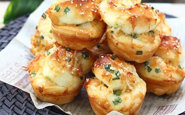 Cách làm bánh mì cuộn với chà bông
