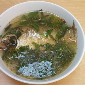 Canh cá diếc rau răm