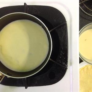 Bánh crepe cuộn đào