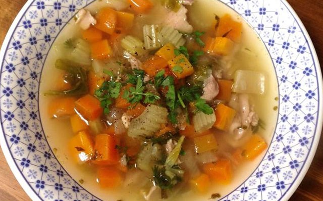 Cách nấu súp gà rau củ giản đơn