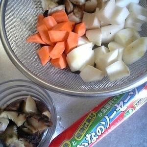 Súp xúc xích cá  Noppe'I với rau củ