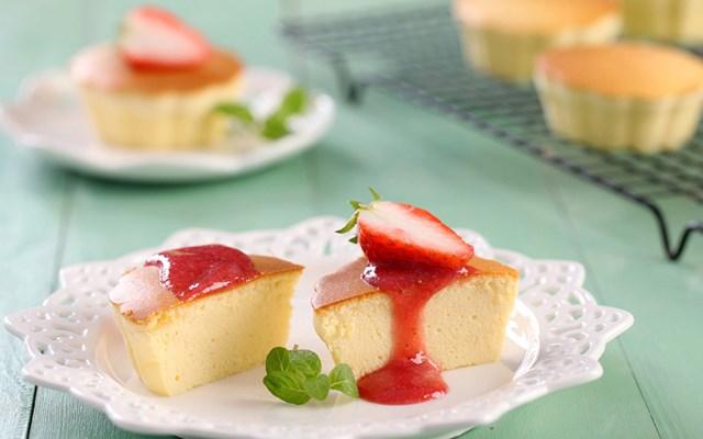 Cách làm bánh kem phô mai kèm trái cây