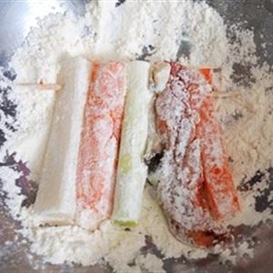 Xiên bánh hải sản và thịt bò ăn là thích mê
