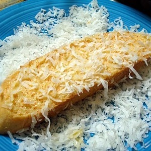 Bánh mì chiên dừa