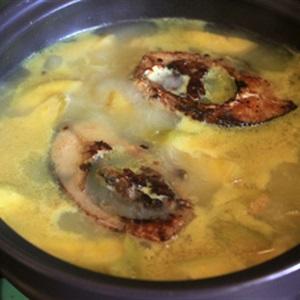 Canh cá chép nấu chuối xanh