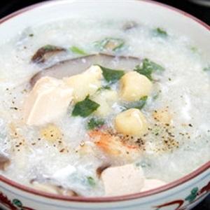 Súp hạt sen với nấm và tôm