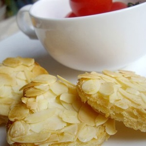 Bánh mì bơ hạnh nhân