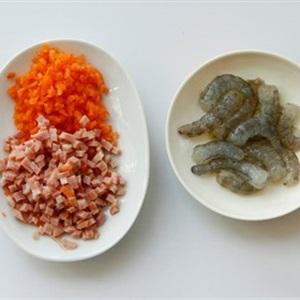 Cơm nắm tôm và thịt nguội