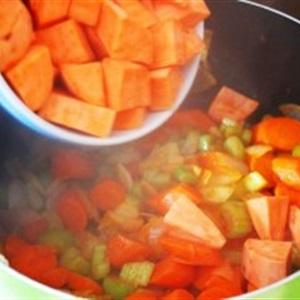 Súp gà rau củ