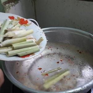 Nghêu hấp sả ớt chua cay