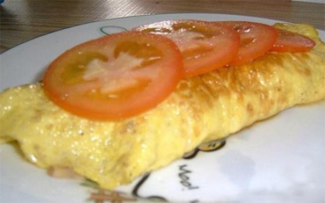 Cách làm trứng cuộn thịt xông khói với phô mai