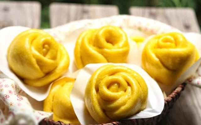 Cách làm bánh bao bí đỏ hoa hồng