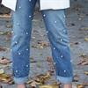 Cách làm mới quần jean cũ bằng đính ngọc trai sang chảnh