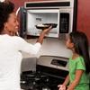 Hướng dẫn trẻ em sử dụng lò vi sóng đúng cách và an toàn