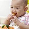 Tập cho bé ăn dặm bằng tất cả các giác quan