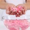 Choáng với 10 công dụng làm đẹp từ cánh hoa hồng