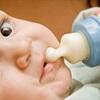 Cách cho trẻ bú sữa một phát hết bình