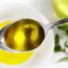 Chỉ cần nhỏ 5 giọt dầu ăn vào sữa tắm bạn sẽ có làn da mềm mượt