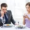 Những quy tắc ứng xử trên bàn ăn bạn nên biết để tránh mất điểm khi gặp người lớn