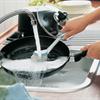 Hết nước rửa chén nhưng vẫn làm sạch chảo dính đầy dầu mỡ