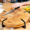 Cách tốt nhất để có thể làm sạch một tấm thớt gỗ đã dùng lâu
