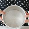 Mẹo cắt giấy nướng bánh bách chiến bách thắng cho khay bánh tròn