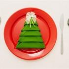Cách gấp khăn ăn hình cây thông cực dễ