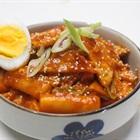 Ăn vặt hấp dẫn với cách làm bánh gạo sốt cay Hàn Quốc chính hiệu