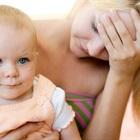 Có đáng lo khi trẻ sơ sinh bị rụng tóc?