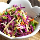 Ăn kiêng với 5 món salad từ bắp cải