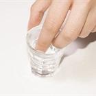 Mẹo chữa bệnh cực hay khi nhúng bông với rượu đặt vào rốn