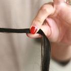 Mẹo nhận biết tóc khỏe hay yếu chỉ với 1 chén nước