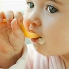 Bác sĩ khuyến cáo nên cho con ăn dặm từ 4 tháng tuổi
