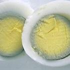 Lòng đỏ trứng gà sau khi luộc xuất hiện viền màu xanh, nguyên nhân do đâu?