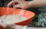Sai lầm khiến cơm vừa dở vừa mất chất