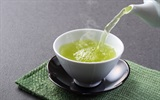 """10 phút làm trà gừng đơn giản """"đánh bật"""" cảm lạnh"""