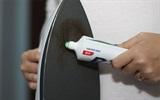 Các cách làm sạch trơn vết ố sẫm màu trên mặt bàn ủi