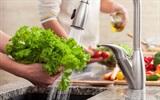 Mách các mẹ cách rửa rau để loại bỏ chất gây ung thư