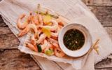 Cách luộc tôm kiểu mới cho thịt thơm, đậm chất