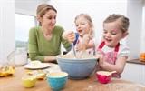 Mẹ nên làm gì để con có hứng thú với bữa ăn của mình?