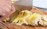 Mẹo hay cắt thịt rau củ không bao giờ sợ bị đứt tay chỉ với dụng cụ tự chế