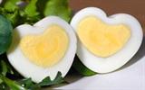 Cách tạo hình trái tim cho trứng luộc