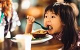 """Top 6 thực phẩm âm thầm """"giết"""" trí thông minh của bé"""