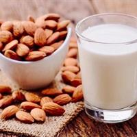 """Những điều có thể bạn chưa biết và cách nấu sữa hạnh nhân """"homemade"""" thần tốc cho cả nhà"""