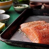 Lợi ích và tiêu chí chọn cá hồi tươi ngon - thực phẩm vàng tốt cho trí não sĩ tử nên bổ sung vào mùa thi