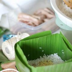 Cách gói bánh chưng bằng lá chuối cho ngày Tết rộn ràng